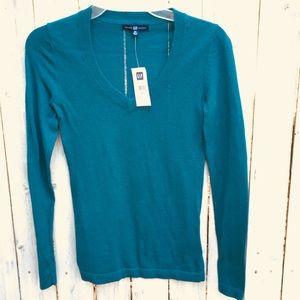 Gap blue light weight V-neck sweater XS